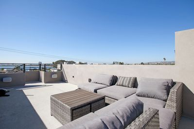 Plenty of space to entertain guest and enjoy San Diego Sunsets!
