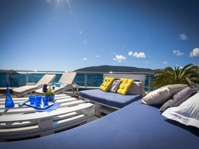 Photo for Luxury penthouse with amazing views of the bay, 30 meters from the sea
