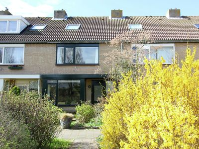 Photo for Atmospheric holiday home, located in a quiet residential area in Egmond aan den Hoef.