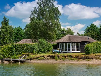 Photo for Luxury chalet on the lake for 6 pers.