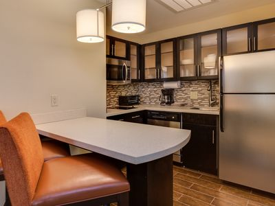 Photo for Queen Studio Suite Near ATL | Free Breakfast + 24h Business Center!