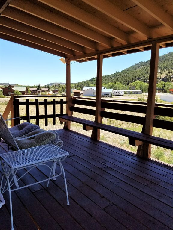 Cute and spacious pet friendly cabin with panoramic for Pet friendly colorado cabins