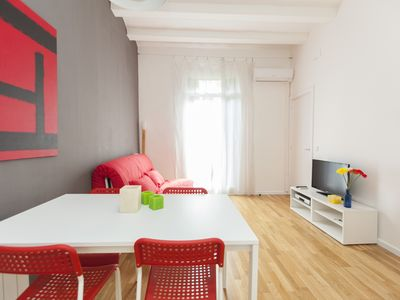 Photo for Universitat Nouveau apartment in Eixample Esquerra with WiFi, air conditioning & balcony.