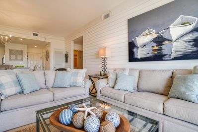 Beach Manor 1206 - Living Room - Plenty of comfy seating for the whole family