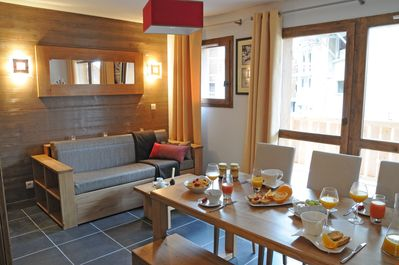 Ideally located in the centre of the picturesque La Plagne 1800 village, this apartment is in the middle of the action, surrounded by trendy boutiques, delicious restaurant, and endless entertainment.