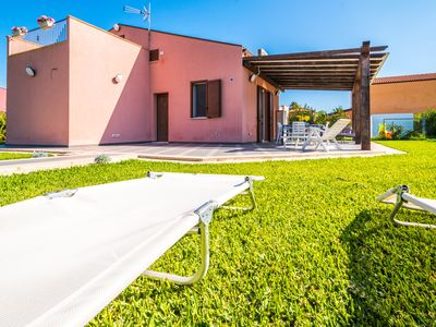 Photo for Holiday in Villa with direct access to the beach, 6 beds bright colors