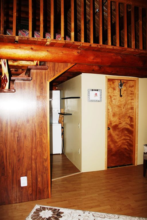 Paradise Log Cabin - Nightly Rental in the Woods