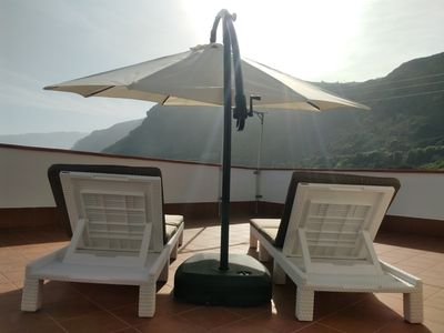 Photo for Comfortable apartment with large roof terrace and sea views