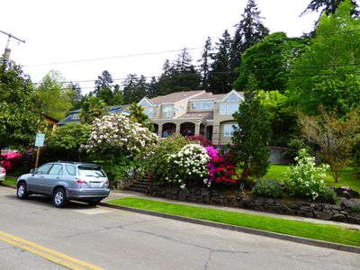 Photo for Elegant Villa Near University of Oregon