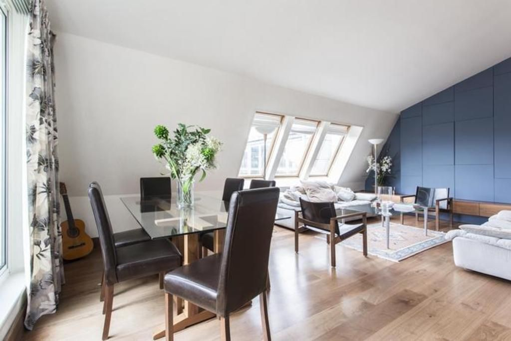 London Home 120, You will Love This Luxury 2 Bedroom Holiday Home in London, England - Studio Villa, Sleeps 4