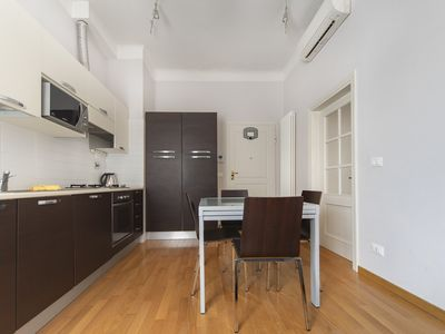 Photo for Modern flat with balcony, WiFi and A/C in city center
