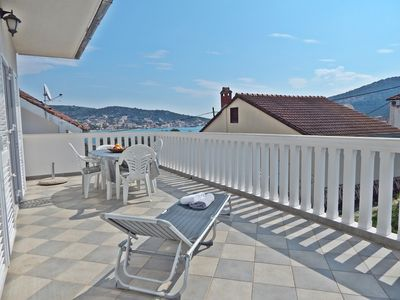 Photo for Vinišće - Apartment with big terrace and sea view, beach 50 m away