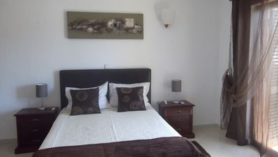 Photo for Villa with Private Pool Near the Center and the Beach of Albufeira