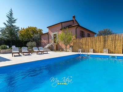 Photo for Cosy family villa with pool near Novigrad
