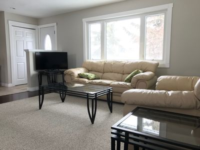 Photo for Lovely home on quiet cul-de-sac, 15 min to YYC airport & 25 min to YYC Downtown