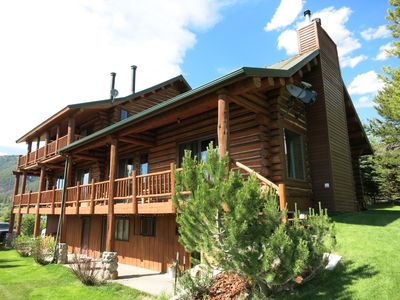 The Best & Coziest Cabin for Big Families/Groups in West Yellowstone!