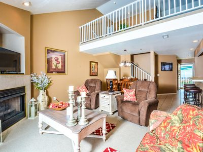 Photo for Outstanding Parkview Bay 3Bd 3Ba Condo w/ Loft, Elevator, Wi-Fi Near Outlet Mall