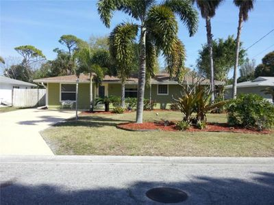 Photo for Charming Family Home Within Short Distance To Downtown & Beach.