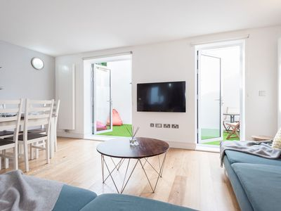 Photo for Beautiful London Townhouse next to London Bridge and the Shard