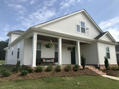 Photo for Beautiful, brand new home located less than 3 miles from the square/campus!