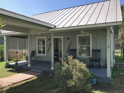 Photo for Cozy Southern Comfort Art House Close to Downtown and Texas State