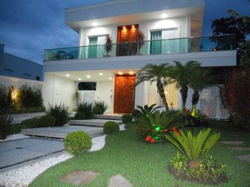 LUXURY HOUSE WITH SWIMMING POOL, NEW, 5 SUITES, 3 ROOMS, FREE WIFI