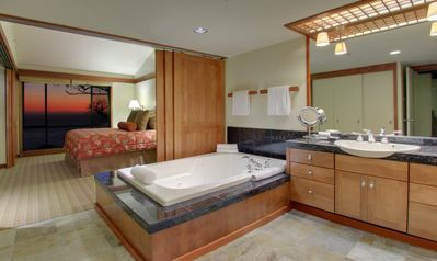 Bedroom with ocean view, Jacuzzi and spacious bath suite