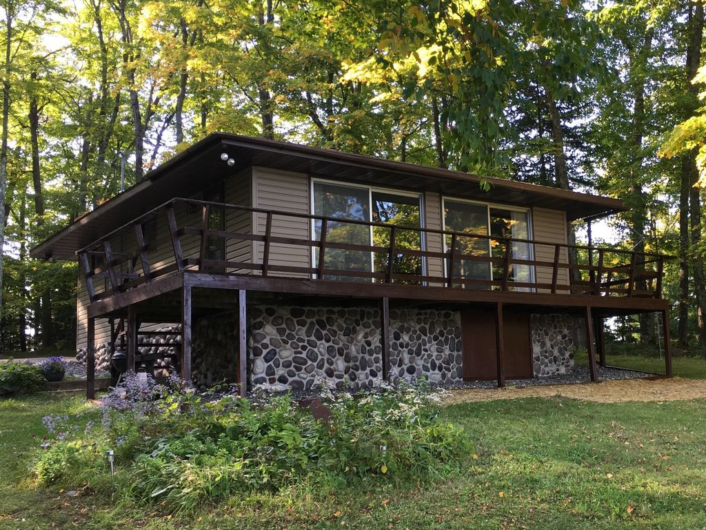 Eagle river wi lakefront cabin fishing b homeaway for Fishing cabin rentals wisconsin