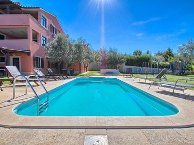 Photo for Apartment with pool, bedroom, kitchen, bathroom, washing machine, Wi-Fi, air conditioning, whirlpool and only 400 meters to the beach