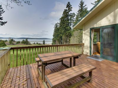 Photo for Cozy cabin with peaceful atmosphere, breathtaking ocean views moments from beach