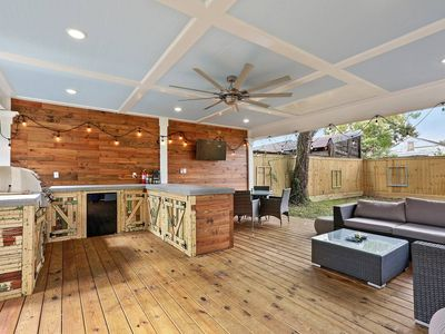 Photo for Southern Rustic Villa Retreat off Canal St,