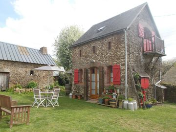 Intimate stone-built stable, suitable for couples in a rural setting