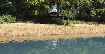 Chana's KINGS RIVER Retreat, Theater Room, Hot Tub, Pool Table, Canoes/Kayaks, Fire Pit, ON RIVER