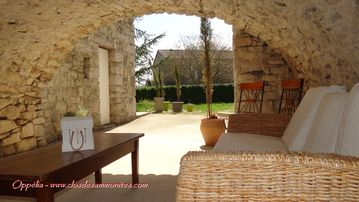 OLD BIG LIMESTONE HOUSE, COMPLETLY RENOVATED, WITH ALL COMFORT - Clos de Ammonites / Maison Oppélia
