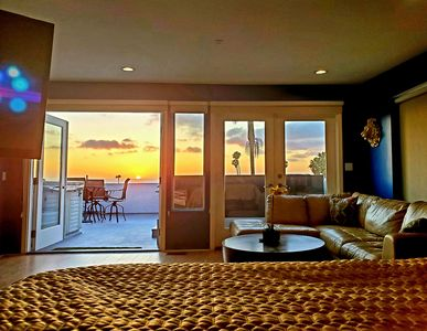 Amazing Ocean Views, Close to Downtown, Rooftop Jacuzzi, Modern and Spacious