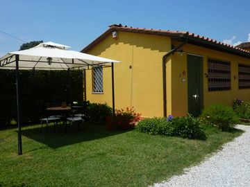 'The Nest' - country house with garden to 2 km from the center of Lucca, free WIFI