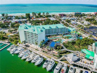 Photo for HARBOURSIDE 2/2 APT4413 plus 4 Water Park Passes included Walk to beach!