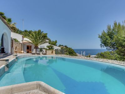 Photo for Fantastic villa with private swimming pool, garage, bbq, patio, wifi and the sea
