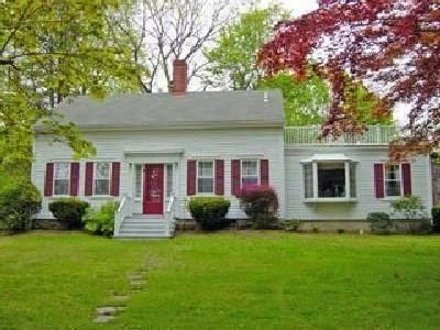 Photo for Charming Historic House Minutes to Beach & Downtown Newport, A/C, Onsite Parking