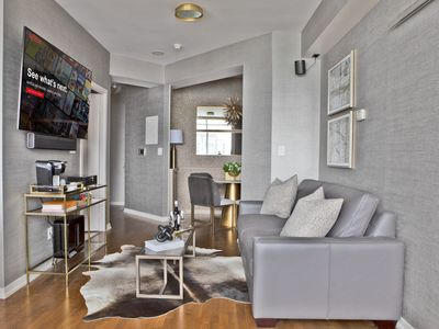 Photo for Luxury 1BR Scotiabank Arena, CN Tower, MTCC, c PKG