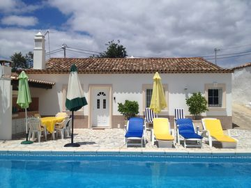 Pleasant typical house with private pool to rest in the authentic Algarve