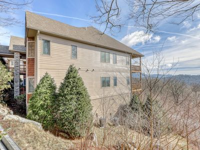 Photo for Lovely condo with fireplace and sweeping mountain views - dogs OK!