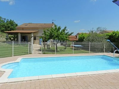 Photo for Provencal villa with private pool overlooking the mountains of the Luberon
