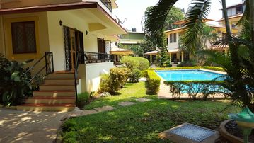 Two bedroom Apartment within easy reach of Town and Beach.