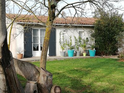 Photo for Charming little spacious T2 house of 48m2 open onto a 300m2 garden with trees