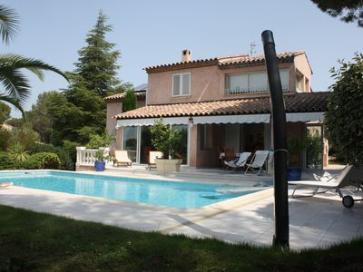 Photo for Provencal villa, pool, garden with trees, golf nearby, sunny and quiet