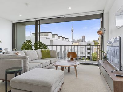 Photo for Sunny Townhouse with City Views