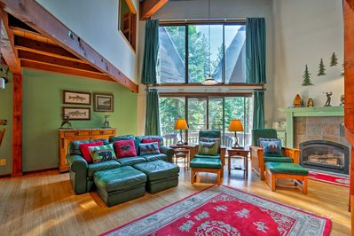 Gather up to 10 family members or friends for a memorable stay in Truckee!