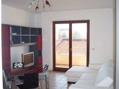 Photo for Quality self-catering for two, new modern flat, convenient town centre location.