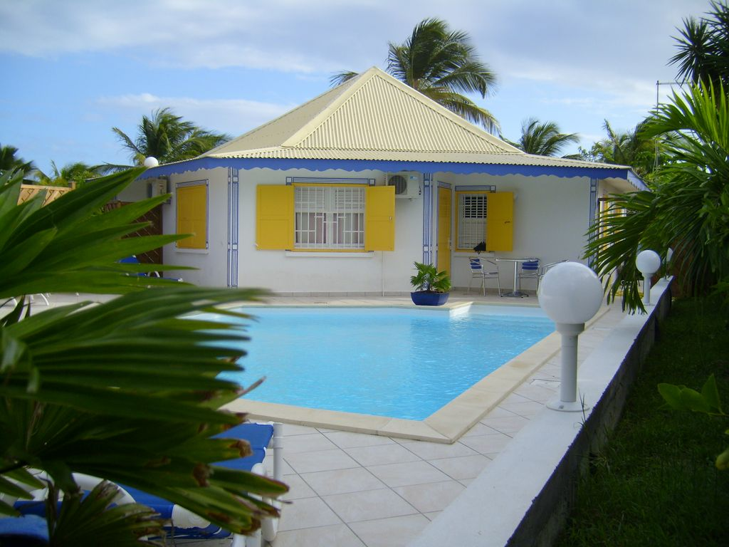 Creole villa with 300 m swimming pool of the beach for Alarme piscine home beach
